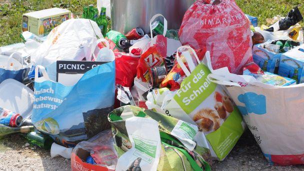 Termíny zberu komunálneho odpadu, separovaného papiera, plastov, kovov a skla v rok 2018